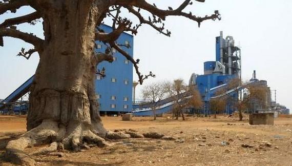 La-cimenterie-Dangote-à-Pout-à-50-km-de-Dakar-au-Sénégal-le-6-février-20