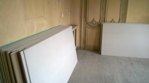 Il a fallu faire venir au 3e étage, sans ascenseur, 250 plaques de placo...