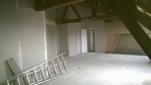 Avant l'installation de la mezzanine et la création de la salle de douche et des WC...