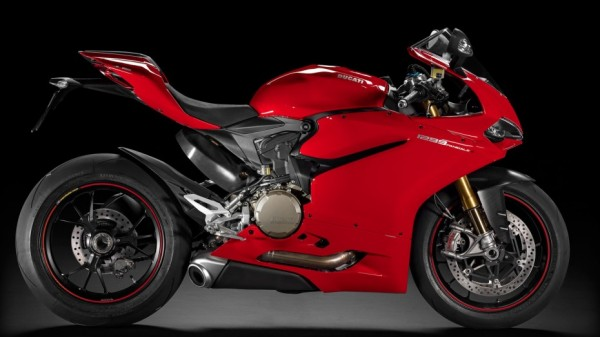 SBK-1299-Panigale-S 2015 Studio R C01 1920x1080-1.mediagallery output image 1920x1080-930x523