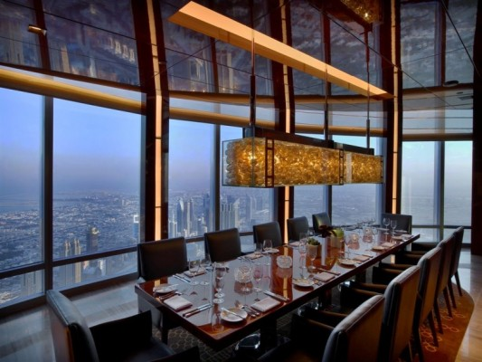 restaurant-plus-haut-monde-At.mosphere-Burj-Khalifa-Dubai-table-813x610