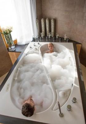 Cool-bathtub-yin-yang-690x988