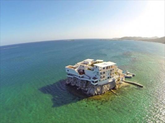 villa on dunbar rock 12