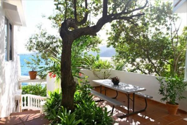 villa on dunbar rock 6