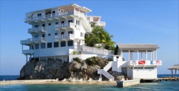 villa on dunbar rock 8